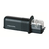 Точилка Fiskars Essential Roll-Sharp, черная (1023811)