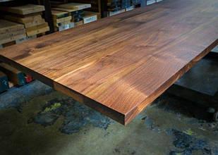 Дерев'яна кухонна стільниця живий край