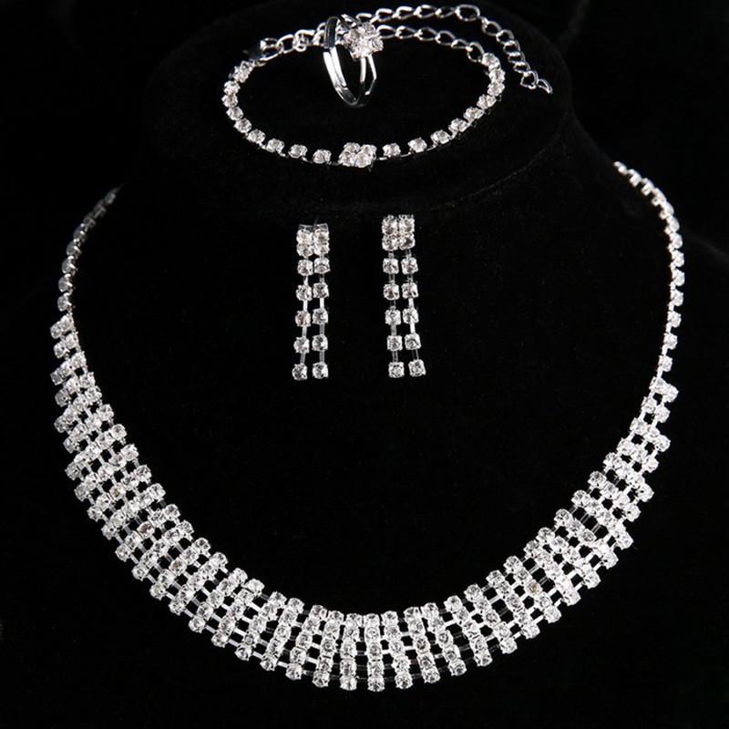"""Комплект бижутерии """"Сияние"""" / ожерелье, серьги, браслет и кольцо / бижутерия / цвет серебро"""