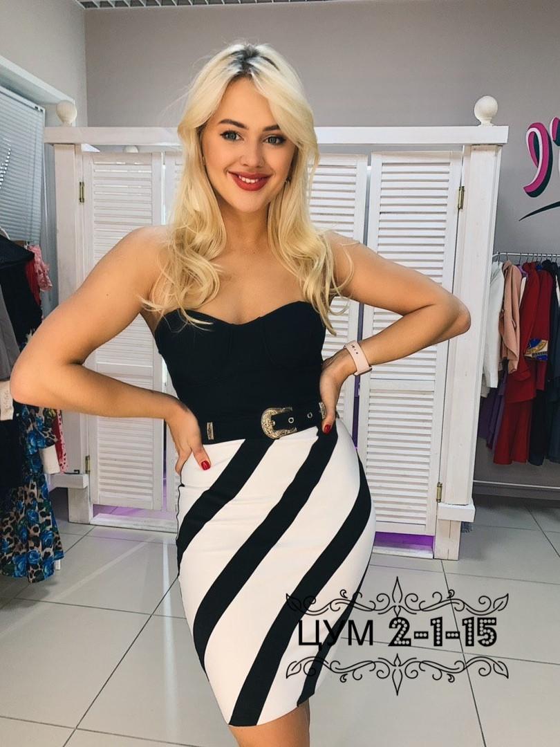 Платье бандажное с открытым верхом с чашками и черно-белым низом 79plt572