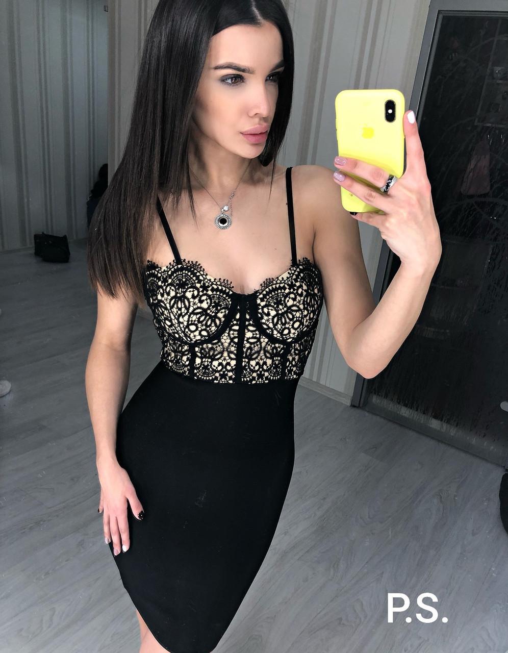 Бандажное платье черное с гипюровым верхом на бретелях 76plt604
