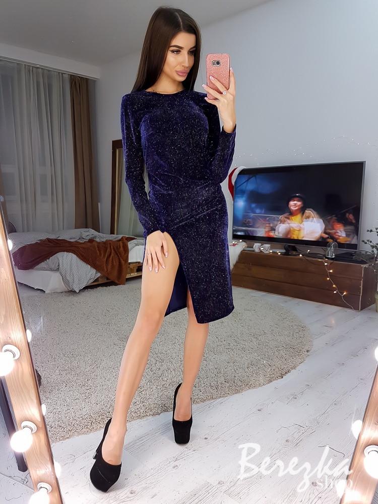 Велюровое платье с разрезом на ноге и длинным рукавом 66plt614Q