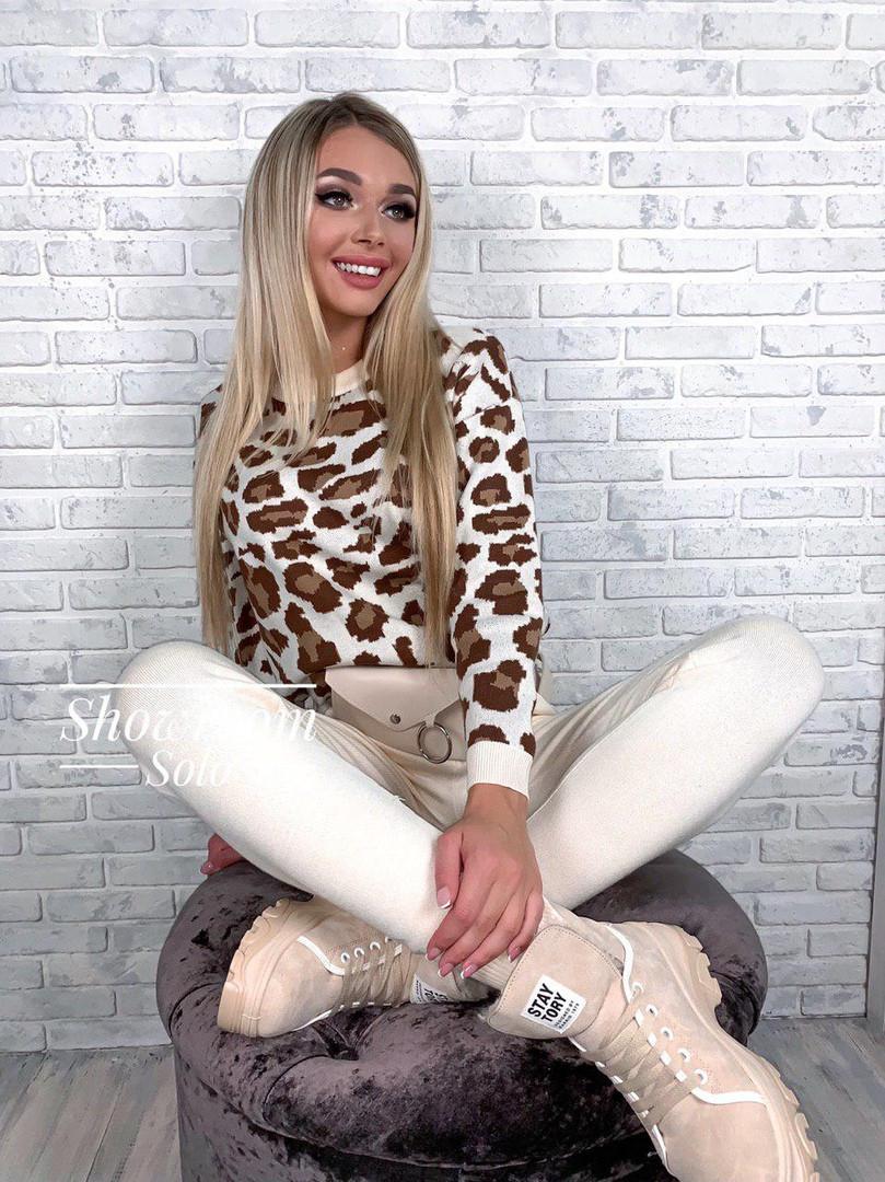 Женский вязаный брючный костюм с леопардовой кофтой и зауженными штанами 79kos379