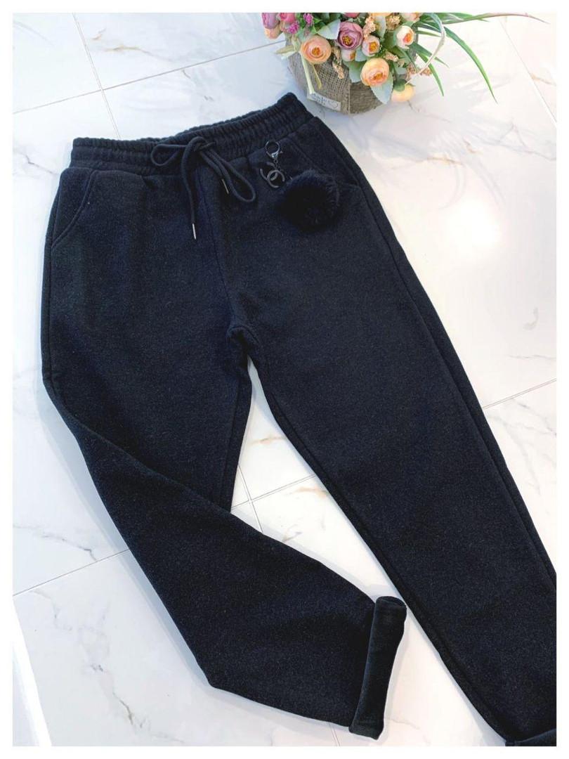 Женские спортивные штаны на флисе с карманами и на резинке 79bil409