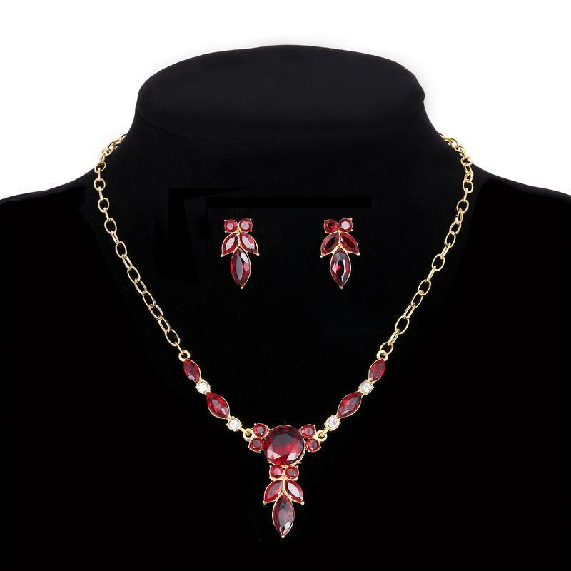 Комплект КристаллЛистьякрасный /серьги и колье/бижутерия/цвет золото, красный