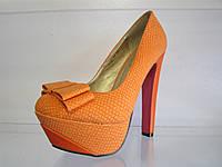 Туфли женские на высоком каблуке.