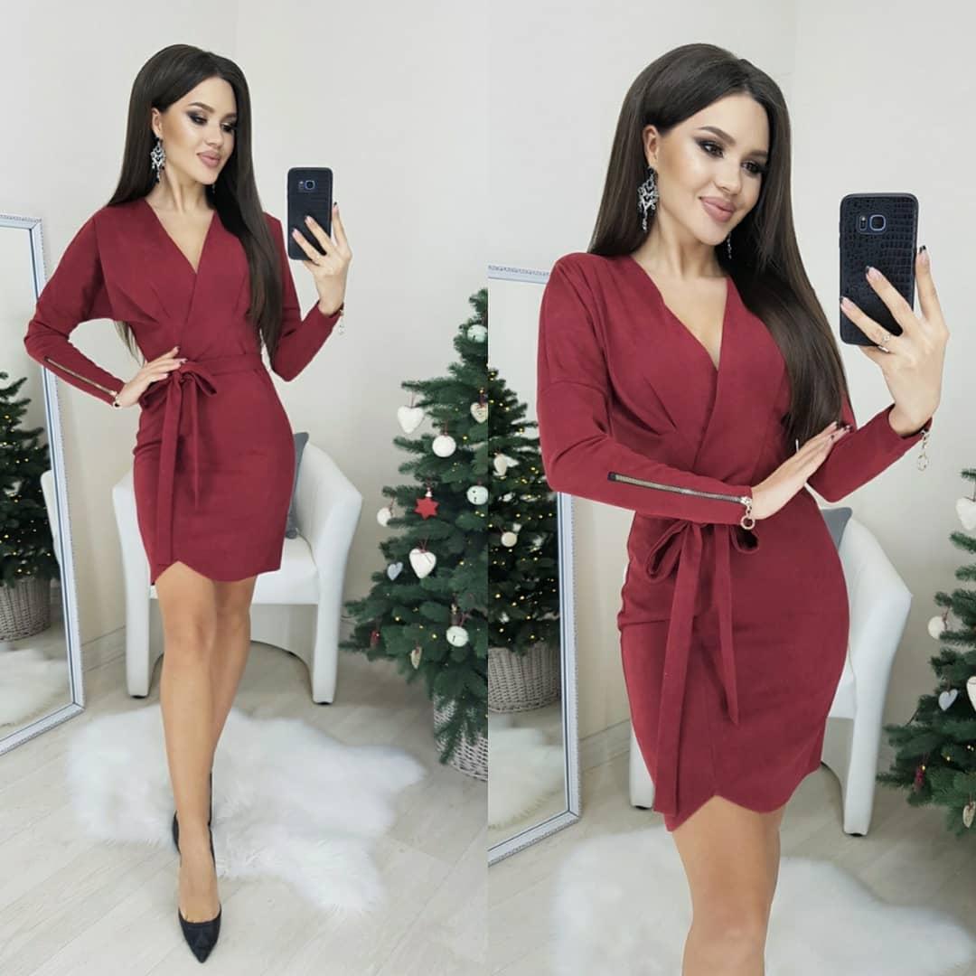 Стильное замшевое платье под пояс