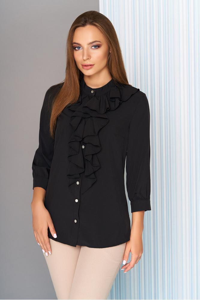Нарядная черная женская блуза с воланами на груди рукава три четверти