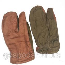 Зимние рукавицы армейские трёхпалые.