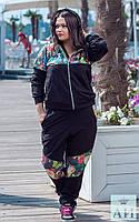Стильный спортивный костюм с цветами батал
