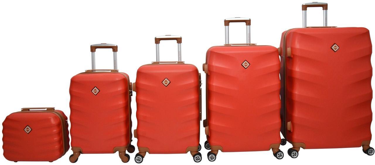 Набор чемоданов дорожный 5 штук пластиковый на 8 колесиках с кодовым замком красный
