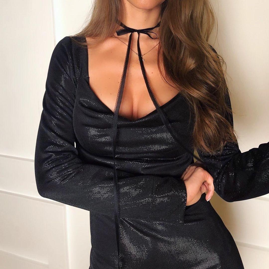 Сексуальное мерцающее черное мини платье с чокером декольте по фигуре вечернее нарядное с длинным рукавом