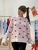 Модный женский свитер с красными сердечками