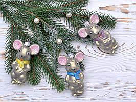 Глянцевая мышка на елку (маленькая) 9,5 см. Есть с желты шарфиком. .