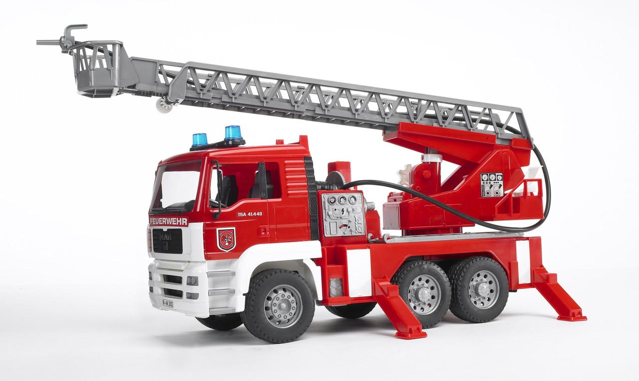 Игрушка - машинка Bruder  пожарный грузовик с лестницей (+водяная помпа+свет и звук)-М1:16-02771