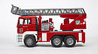 Игрушка - машинка Bruder  пожарный грузовик с лестницей (+водяная помпа+свет и звук)-М1:16-02771, фото 2