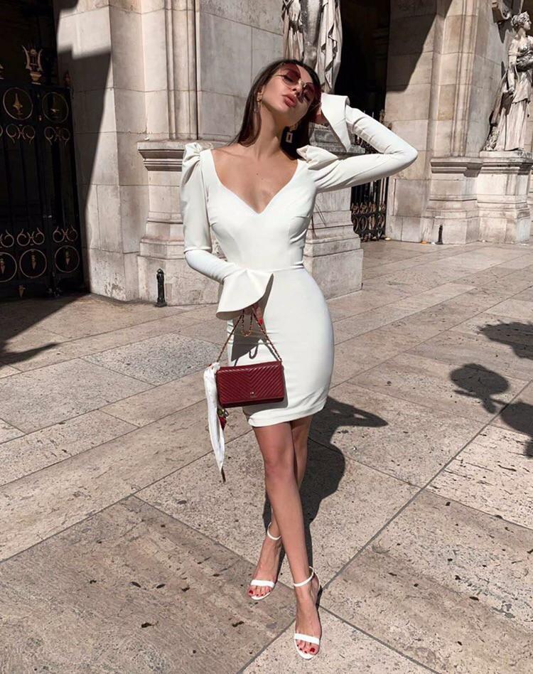 Платье женское короткое  из трикотажа облегающее с глубоким декольте (К29377)