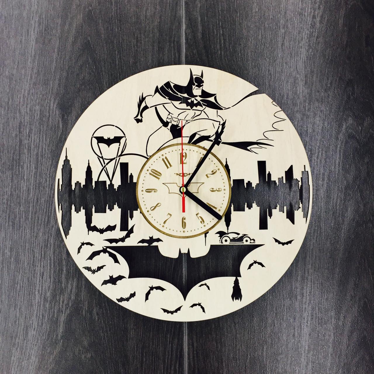Годинники з дерева на стіну 7Arts Бетмен CL-0081