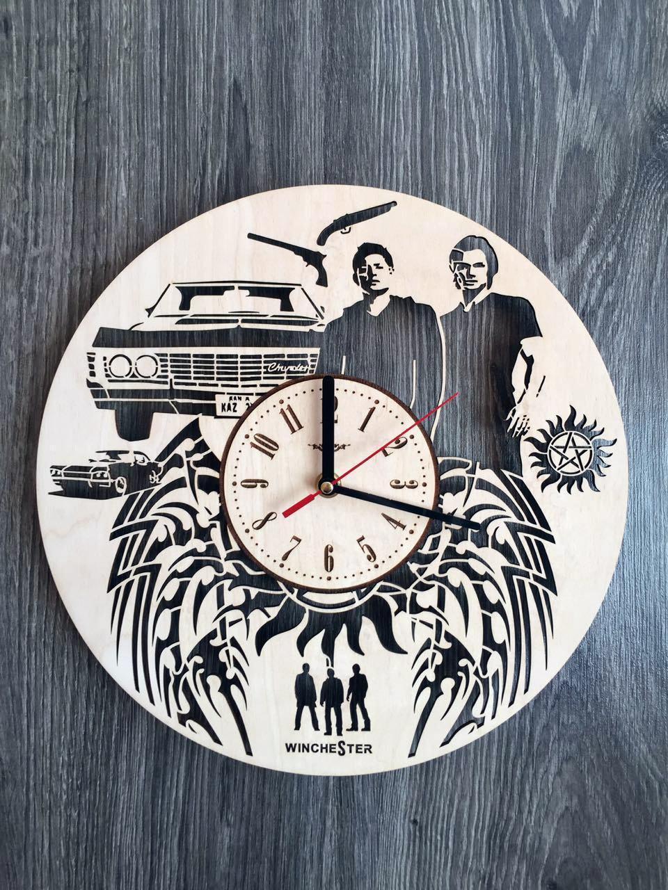 Дизайнерські дерев'яні годинник 7Arts Сверхьестественное CL-0138