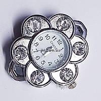 Часы на руку, 32*30*8 мм, на металле, циферблат, серебро, инкрустированы стразами