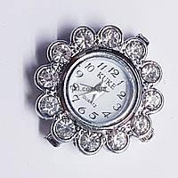 Часы на руку, 28*27*8 мм, на металле, циферблат, серебро, инкрустированы стразами