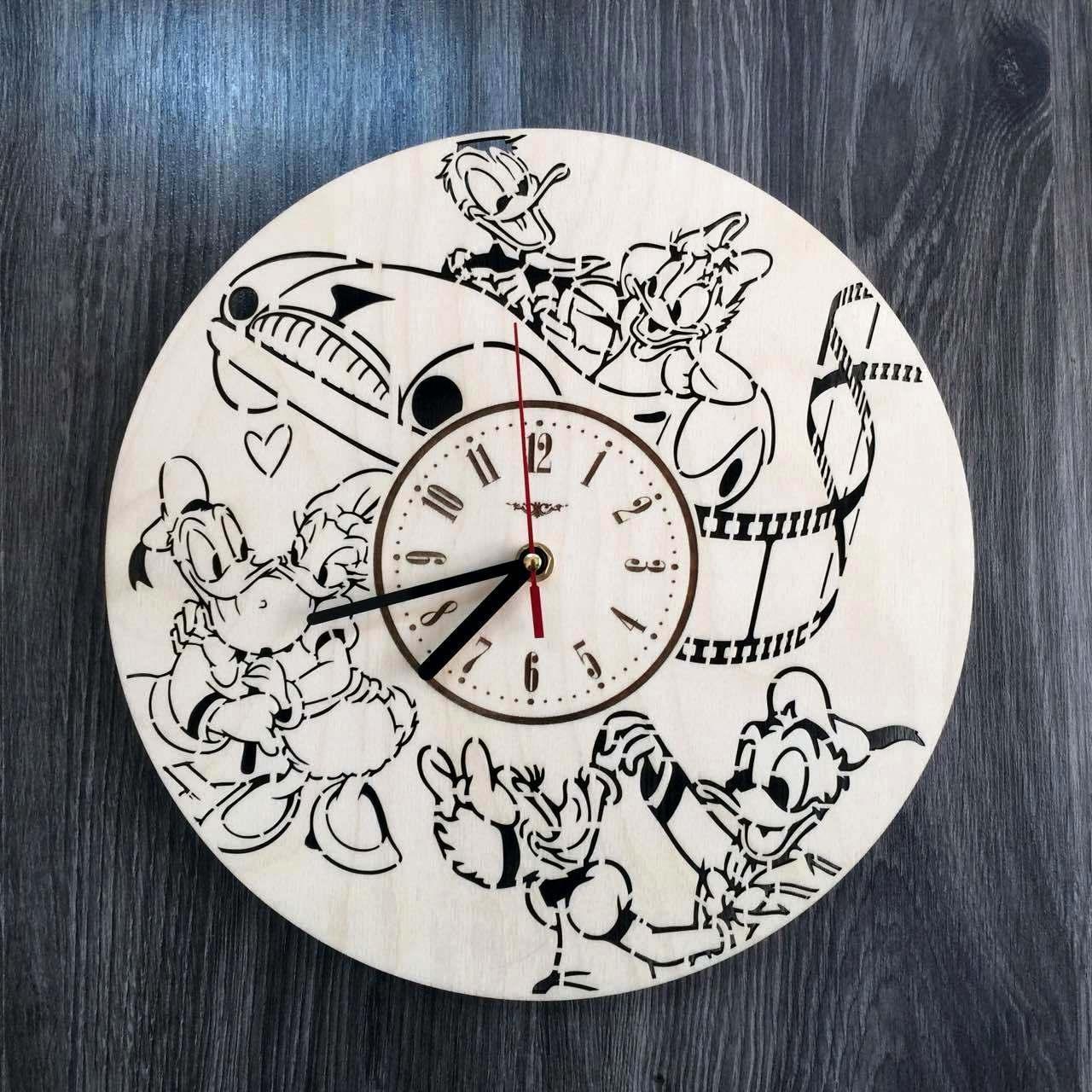 Дизайнерские деревянные настенные часы в детскую Дональд Дак и Дейзи Дак CL-0215