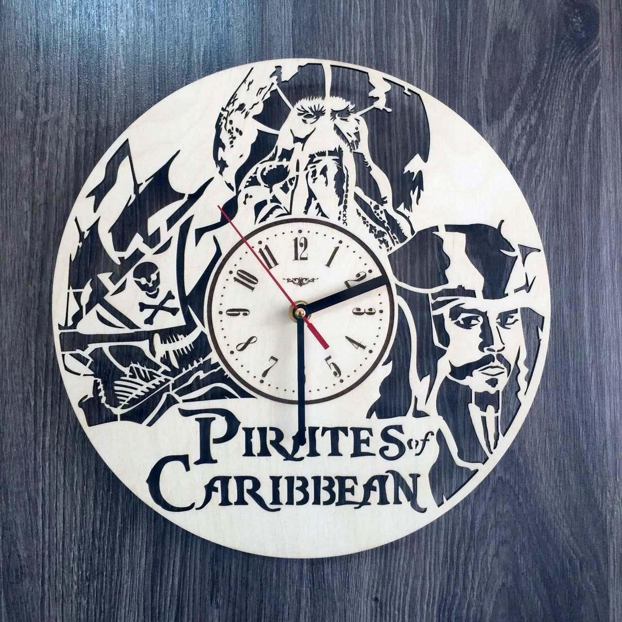 Часы круглые настенные из дерева Пираты Карибского моря CL-0224