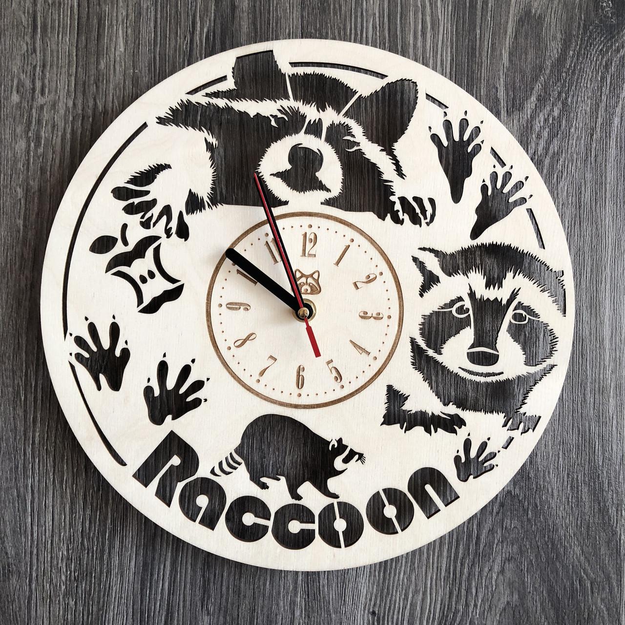 Часы из натурального дерева настенные Забавный енот CL-0239