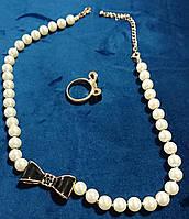 Набор бусы жемчужные+кольцо с бантиками черного цвета и золотой окантовкой