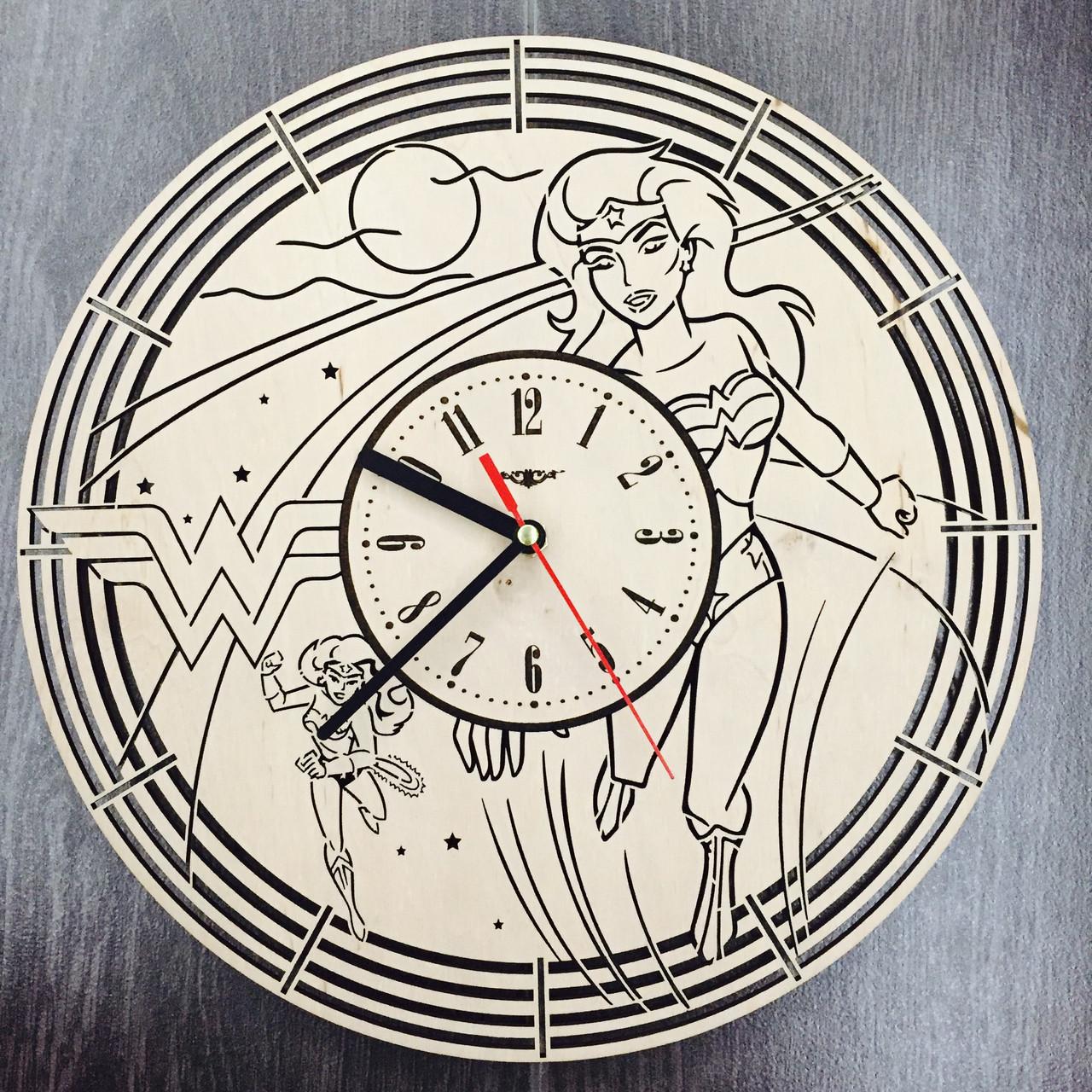 Настенные часы с дизайнерским циферблатом 7Arts Чудо-женщина CL-0085