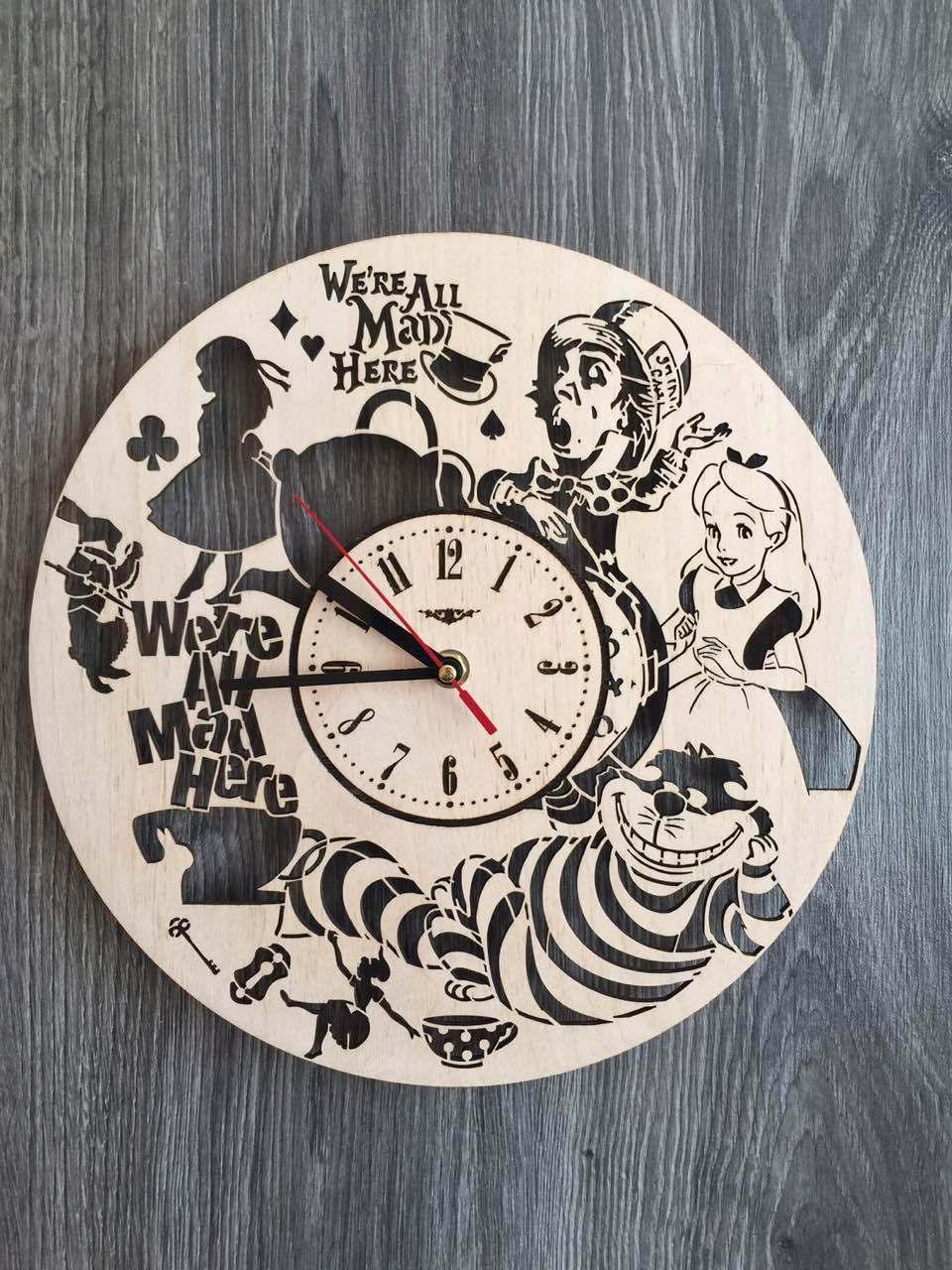 Дизайнерские настенные часы 7Arts Алиса в Стране чудес CL-0129
