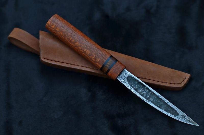 Эвенкийский нож ручной работы из дамасска с рукоятью из змеиного дерева (лайсвуд)