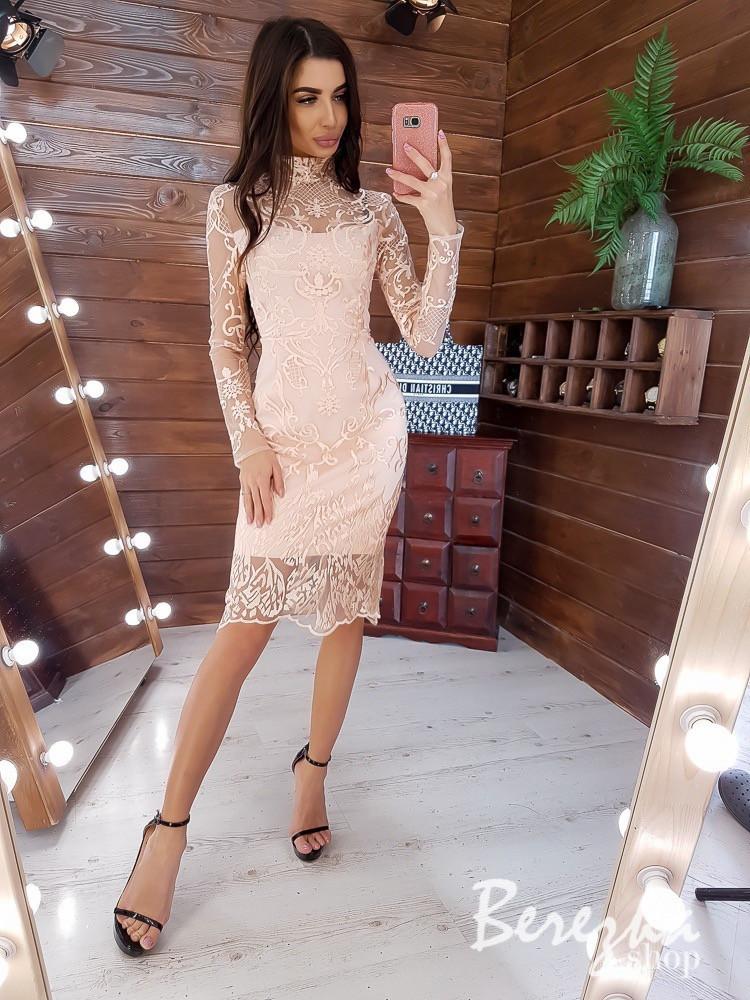 Кружевное платье - футляр с длинным рукавом и высоким воротником vN5788