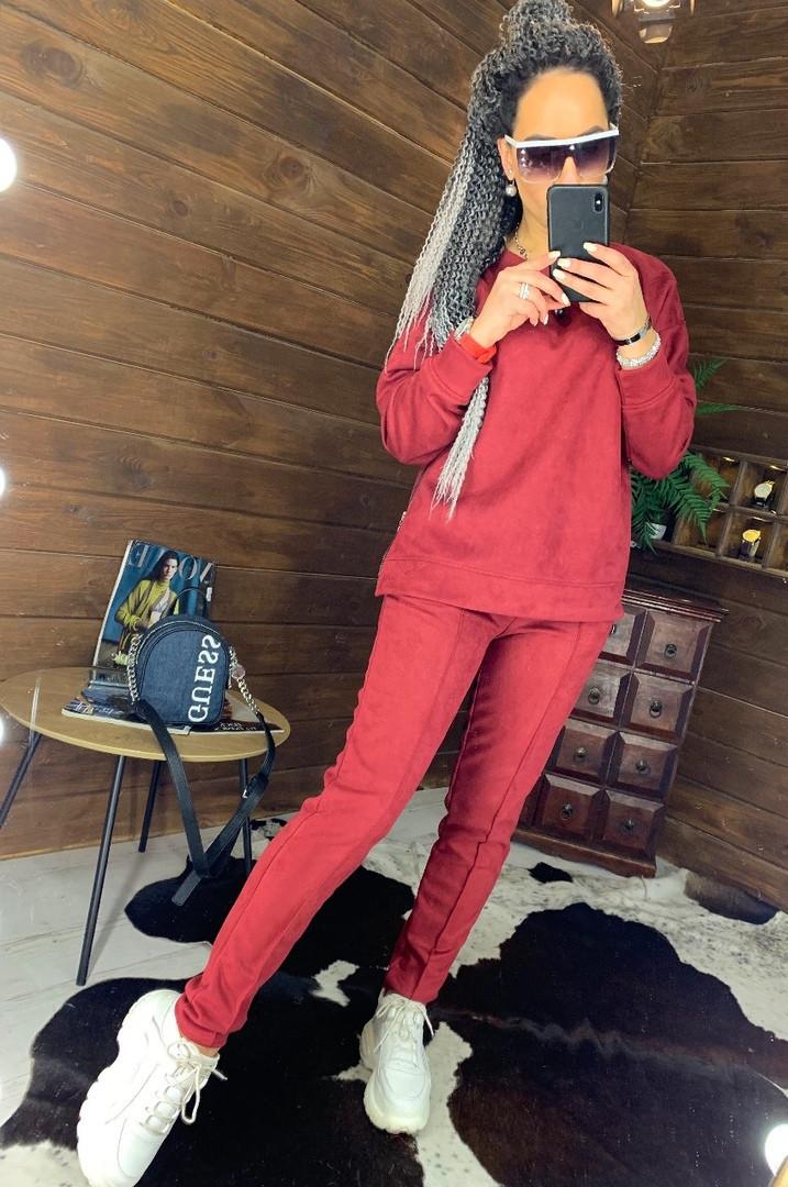 Замшевый женский брючный костюм с кофтой и боковыми молниями vN5859