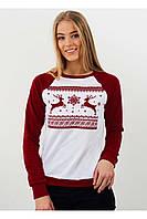 Праздничный женский свитшот к Рождеству с оленями красно-белого цвета