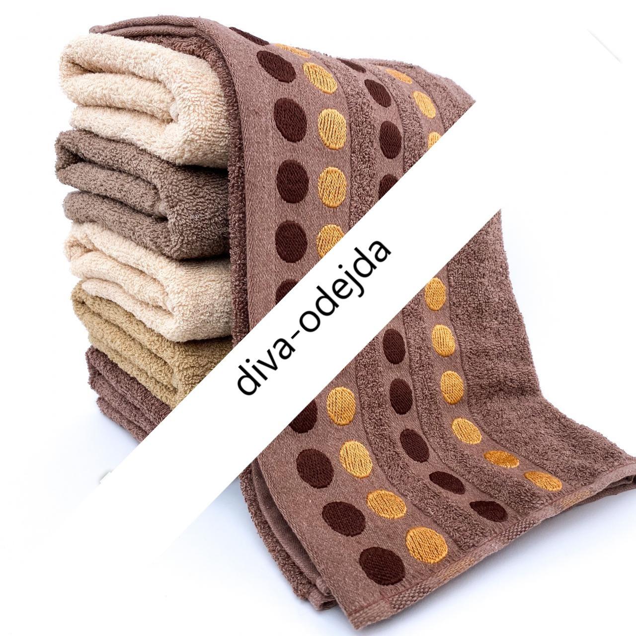 Банное полотенце со стильным принтом горошек. Размер:1,4 x 0,7