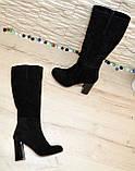 Сапоги женские замшевые черного цвета на высоком каблуке, декорированы накаткой камней, фото 4