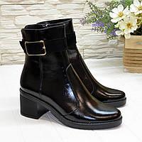 Ботинки черные женские лаковые, декорированы замшевым ремешком, фото 1