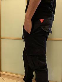 Чёрные штаны карго с боковыми карманами на манжетах