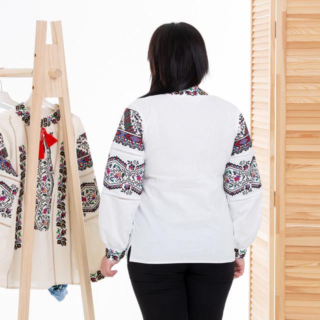 Жіноча біла вишиванка Казка