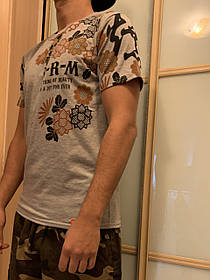 Серая арт футболка с иероглифами