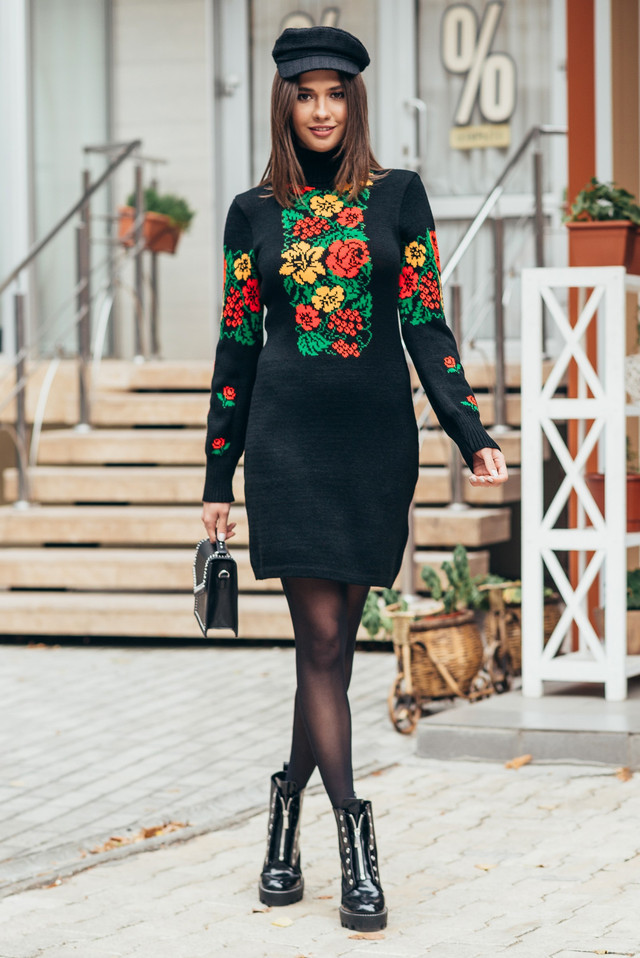 Вязаное женское платье с стиле этно Рябина