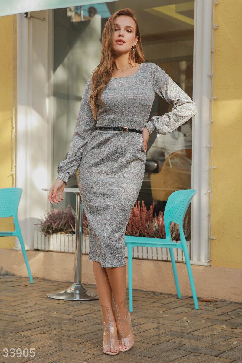 Стильное клетчатое платье-миди