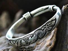 Чем полезны серебряные украшения?