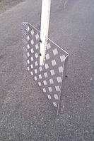 Лопата для снігу алюмінієва  рифлена (квінта) з підігнутими боками 460х375х2 мм з дерев'яною ручкою 1,2 м.