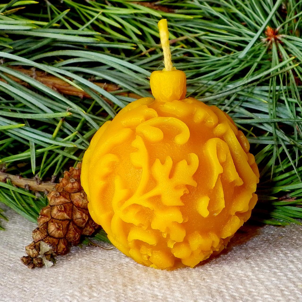 """Новогодняя восковая свеча """"Ёлочная игрушка"""" из натурального пчелиного воска"""