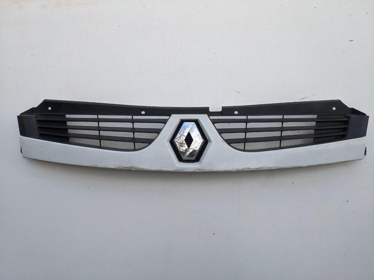 Решетка радиатора Renault Master 2006-2010, 8200426365 (Б/У)