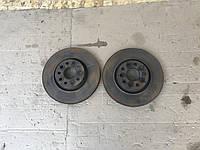 Передние тормозные блины пара  Volkswagen Passat B7