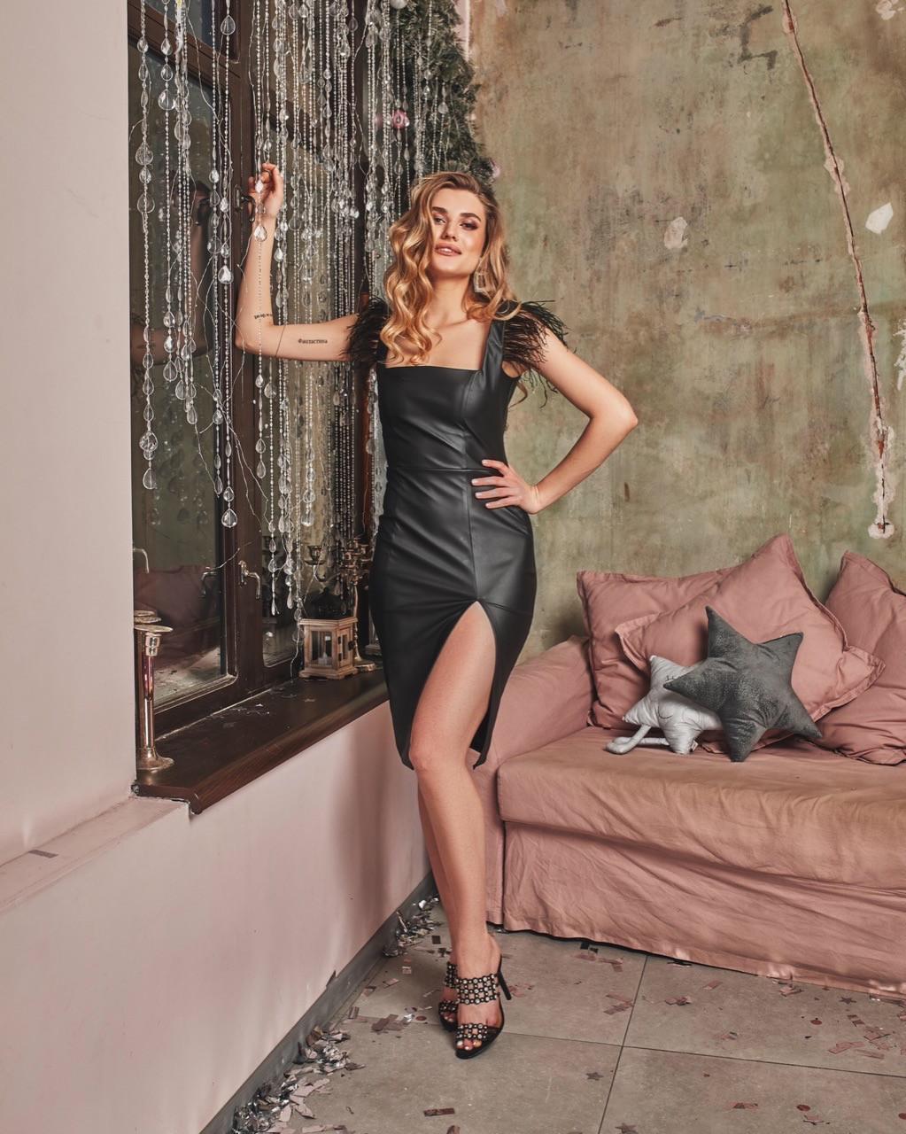Кожаный черный сарафан с разрезом на ноге tez6003526