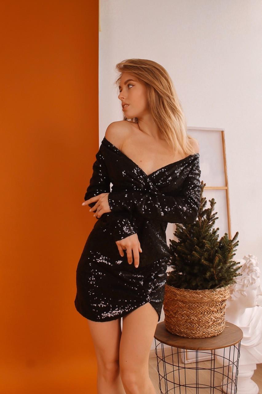 Красивое платье в пайетку с верхом на запах и длинным рукавом tez6003528